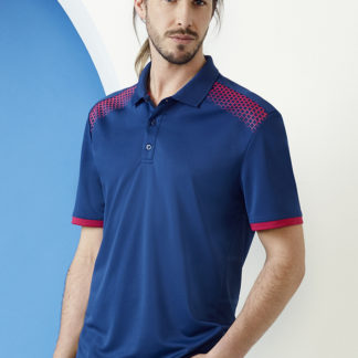 Polyester polo with square pattern on shoulders